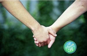 Coppia - mano nella mano